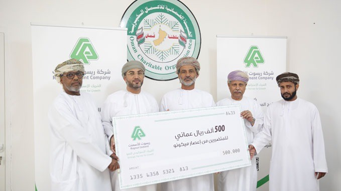 Raysut Cement Company handing over its financial contribution regarding the climate conditions impacts estimated at more than half million RO